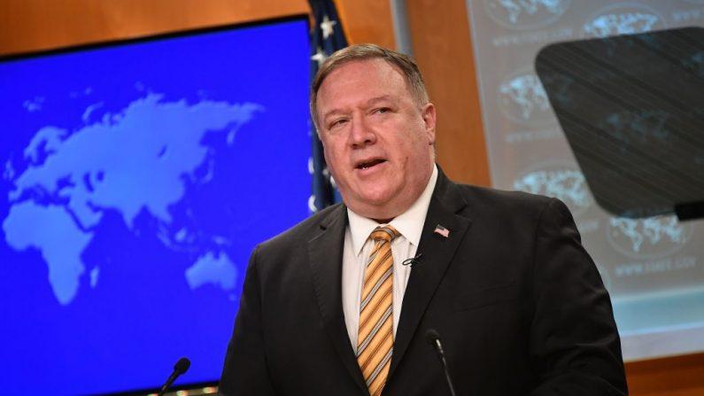 El Secretario de Estado de EE.UU. Mike Pompeo habla durante una conferencia de prensa en el Departamento de Estado en Washington, DC (EE.UU.) el 24 de junio de 2020. (Foto de MANDEL NGAN/POOL/AFP vía Getty Images)