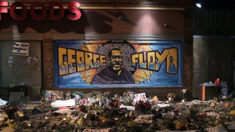 Lugar donde George Floyd perdió la vida, el 1 de junio de 2020 en Minneapolis, Minnesota. (Scott Olson/Getty Images)