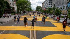 """Autoridades no retiran """"Desfinancien a la policía"""" de una calle de Washington"""