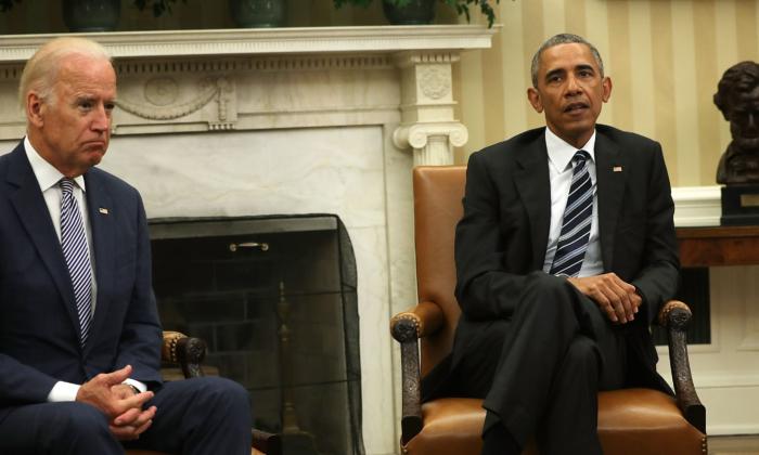 El presidente Barack Obama y el vicepresidente Joe Biden en la Oficina Oval de la Casa Blanca, el 13 de junio de 2016, en Washington. (Imágenes de Alex Wong/Getty)