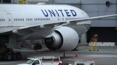 United Airlines informa que dará licencia no remunerada a empleados con exenciones de vacunación