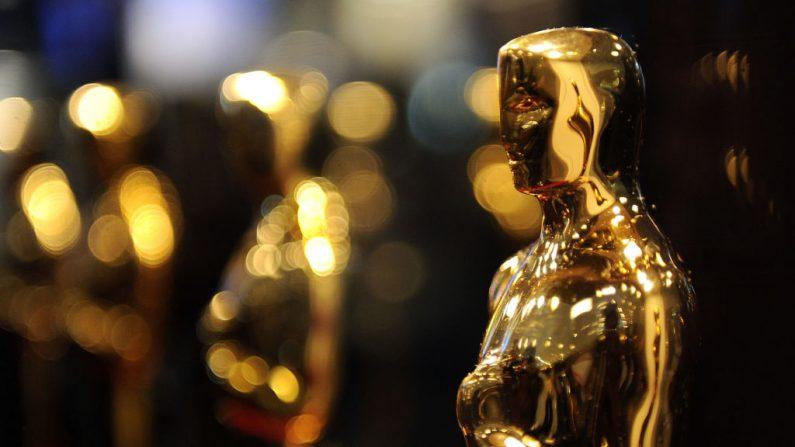 """Vista general de las estatuas de los Óscar que se exhiben en """"Meet the Oscars"""" en el Time Warner Center el 25 de febrero de 2010 en la ciudad de Nueva York (EE.UU.). (Andrew H. Walker/Getty Images)"""