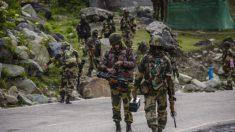 """Soldados chinos usan """"palos con clavos"""" para matar a soldados indios, dicen veteranos"""