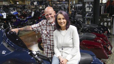 Con Harleys y música, pareja recauda USD 5 millones para apoyar a organizaciones benéficas para niños