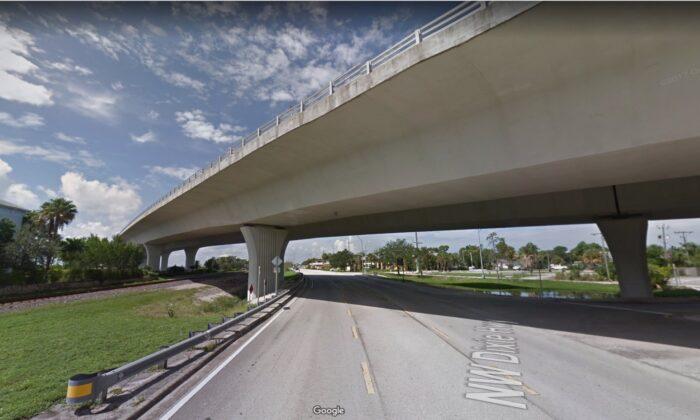 Una sección del puente Roosevelt en Stuart, Florida, en 2017. (Google Maps)