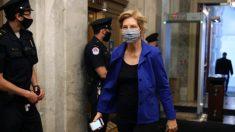 Warren y Pressley anuncian proyecto de ley que incriminaría a policías que nieguen atención médica a sospechosos retenidos