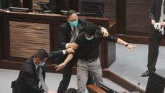 Parlamento de Hong Kong aprueba un controvertido proyecto de ley sobre el himno nacional