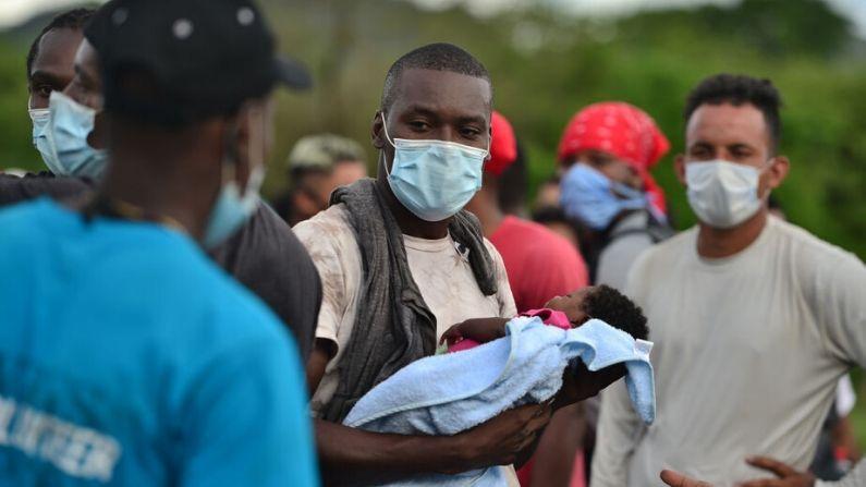 Honduras detiene a caravana migrante de haitianos y africanos que se dirigía a EE.UU.