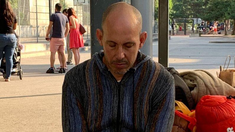 Ariel Ruiz Urquiola en huelga de hambre frente a la a la sede de las oficinas de la Alta Comisionada de Derechos Humanos de Naciones Unidas el 26 de junio. (Cortesía: Irving Calderón González)