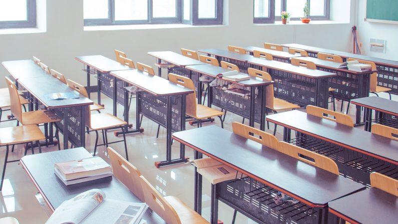 Foto de una aula escolar (Weisanjiang/Pixabay)