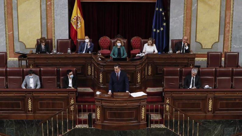 El presidente del Gobierno, Pedro Sánchez, durante su intervención en el pleno del Congreso que debatió la quinta prórroga del estado de alarma el pasado 20 de mayo de 2020. EFE/Ballesteros