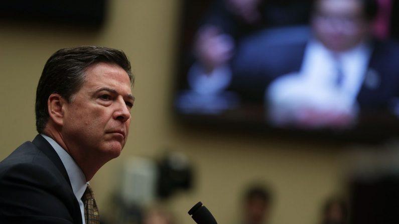 El Director del FBI James Comey ante el Comité de Supervisión y Reforma del Gobierno de la Cámara de Representantes en Capitol Hill el 7 de julio de 2016. (Alex Wong/Getty Images)