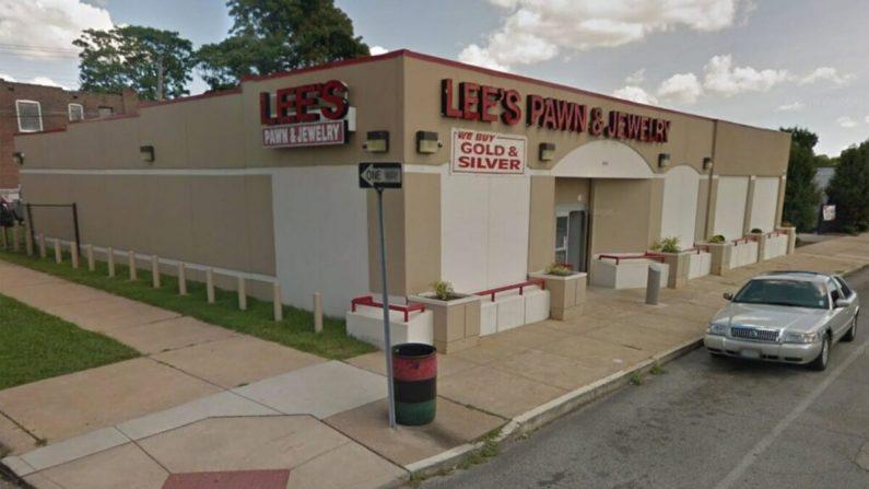 La policía dijo que un capitán de policía retirado fue asesinado el lunes frente a una tienda de empeño en St. Louis, Missouri (Google Maps)