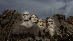 Evento del Monte Rushmore será con uso opcional de mascarillas y sin distanciamiento social, dice gobernadora de Dakota del Sur