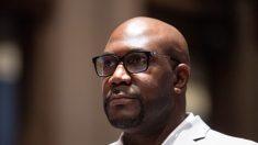 """La muerte de George Floyd está """"cambiando el mundo"""", dice su hermano a los legisladores"""