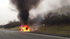 """Salva a la víctima de un accidente de coche en llamas en plena autopista: """"Tengo que arrastrarte"""""""