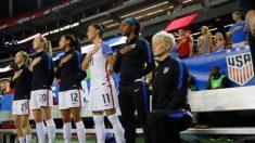 Los jugadores de fútbol soccer de EE. UU. ya no tienen que estar de pie durante el himno nacional