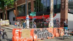 Gente armada en Zona Autónoma de Seattle controla identificaciones y extorsiona negocios, dice policía