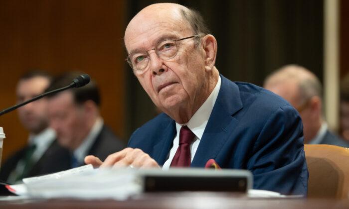 El secretario de Comercio Wilbur Ross comparece en el Capitolio de Washington el 5 de marzo de 2020. (Saul Loeb/AFP vía Getty Images)