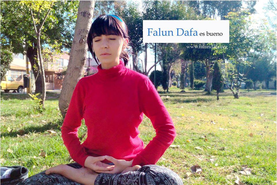 Los ejercicios de Falun Dafa, que incluyen una meditación, permiten que Jeny entre en la tranquilidad y obtenga serenidad y paz interior. (Cortesía de Jennifer Pascual)