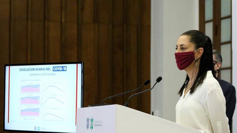 Fotografía cedida por el Gobierno de la Ciudad de México, de la alcaldesa, Claudia Sheimbaum, durante una rueda de prensa en la capital mexicana. EFE/Gobierno de la Ciudad de México