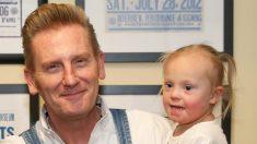 """Padre de niña con síndrome de Down publica conmovedor mensaje en blog: """"Dios no comete errores"""""""