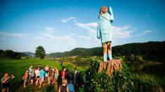 Incendian estatua de Melania Trump en Eslovenia