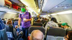 Redfield y Fauci critican a American Airlines por desbloquear los asientos intermedios