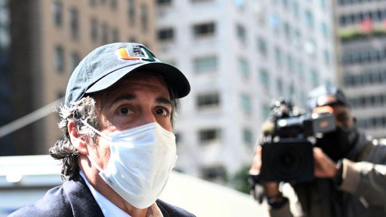 Michael Cohen, el exabogado del presidente Donald Trumps, exabogado, llega a su apartamento de Park Avenue el 21 de mayo de 2020, en la ciudad de Nueva York. (JOHANNES EISELE/AFP vía Getty Images)