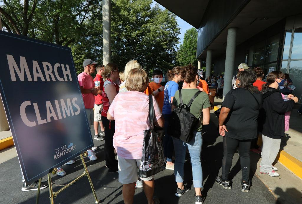 Reclamaciones semanales por desempleo en EE.UU. suben a 778,000 tras resurgimiento del virus