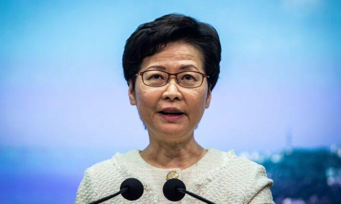 La líder de Hong Kong Carrie Lam habla en una conferencia de prensa en Hong Kong el 7 de julio de 2020. (Issac Lawrence/AFP vía Getty Images)