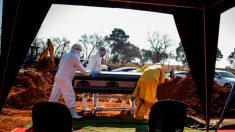 Registro de 17,000 muertes más pone en duda las cifras de COVID-19 en Sudáfrica