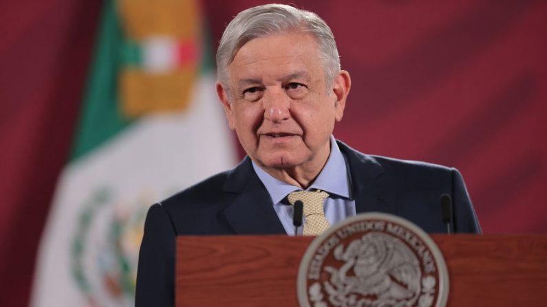 El presidente de México Andrés Manuel López Obrador habla durante su sesión informativa matutina diaria el 10 de junio de 2020 en la Ciudad de México, México. (Héctor Vivas/Getty Images)