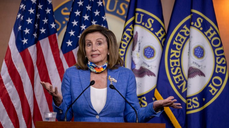 La presidenta de la Cámara de Representantes, Nancy Pelosi (D-CA), habla en una conferencia de prensa en el Capitolio el 29 de junio de 2020 en Washington, DC. (Tasos Katopodis/Getty Images)