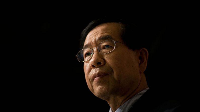 En una foto tomada el 26 de mayo de 2014, el alcalde de Seúl, Park Won-Soon, asiste a una entrevista con la AFP en Seúl (Corea del Sur). (ED JONES/AFP vía Getty Images)