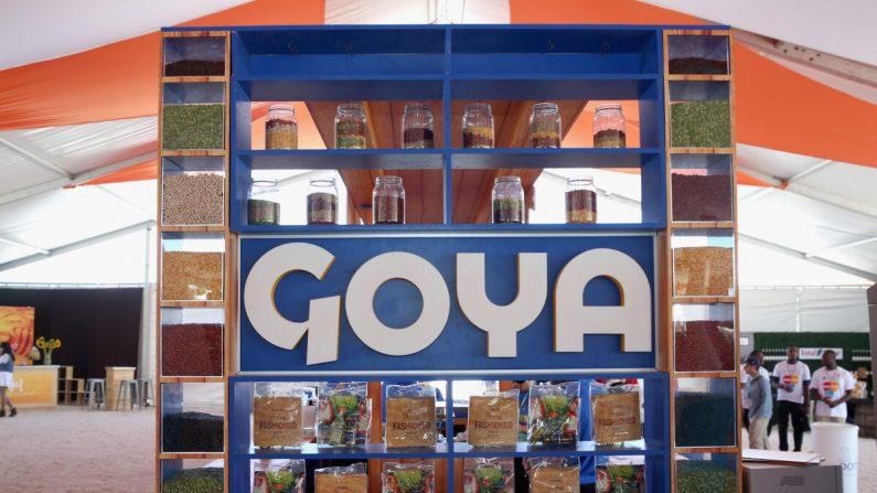 Un stand de Goya Foods en un evento en Miami Beach, Florida, el 27 de febrero de 2016. (Aaron Davidson/Getty Images)
