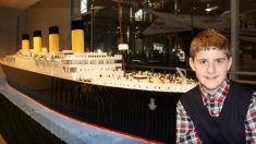 Adolescente con autismo construyó la réplica del Titanic de LEGO más grande del mundo en 11 meses