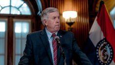 """Gobernador de Missouri dice que perdonará """"sin duda"""" a los McCloskey tras cargos """"indignantes"""""""