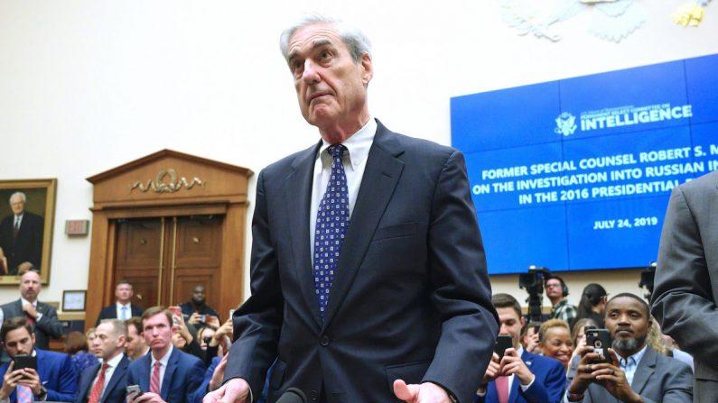 El exconsejero especial Robert Mueller testifica ante el Comité de Inteligencia de la Cámara de Representantes el 24 de julio de 2019. (JIM WATSON/AFP/Getty Images)