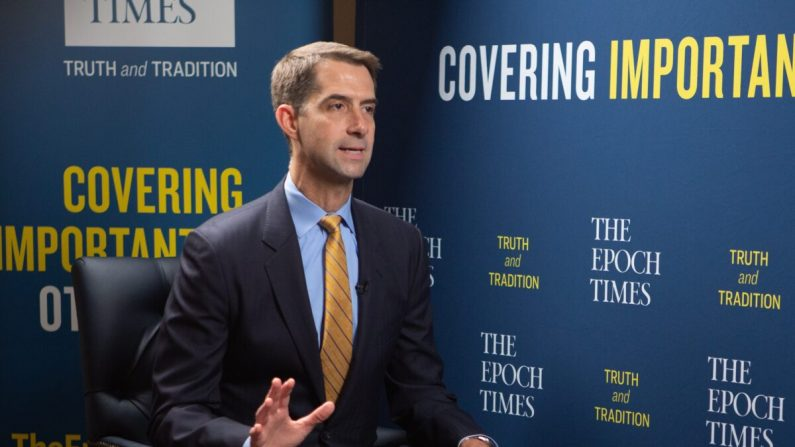 El senador Tom Cotton (R-Ark.) en Washington el 27 de julio de 2020. (Brendon Fallon/The Epoch Times)