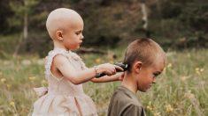 Hermano apoya a su hermana de 3 años con cáncer afeitándose la cabeza para que no se sienta sola
