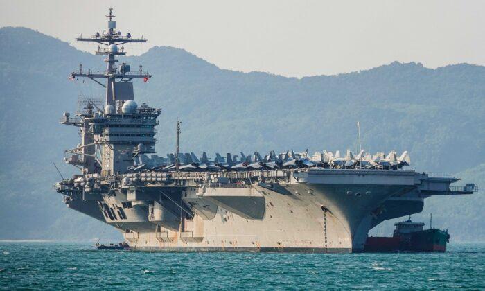 El portaaviones de Estados Unidos, el USS Carl Vinson, ancló frente a la costa en el puerto de Tien Sa, en Danang, Vietnam, el 5 de marzo de 2018. (Getty Images/Getty Images)