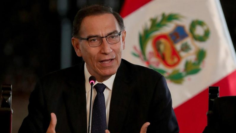 En la imagen un registro del presidente de Perú, Martín Vizcarra. EFE/Ernesto Arias/Archivo