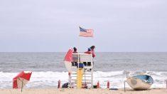 """Hombre salva a mujer de 20 años ahogándose en costa de Jersey: """"Agradezco a Dios que me haya puesto allí"""""""