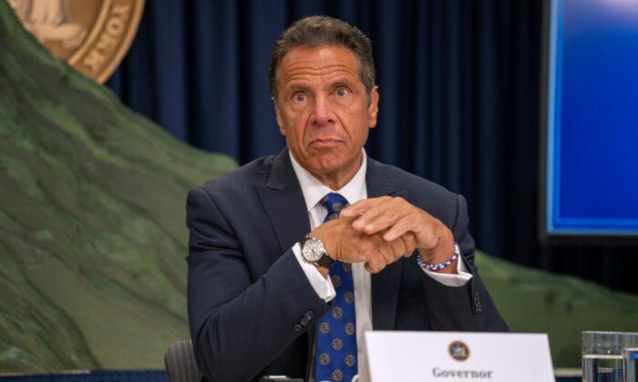 El gobernador de Nueva York Andrew Cuomo habla en una conferencia de prensa en la ciudad de Nueva York (EE.UU.) el 6 de julio de 2020. (David Dee Delgado/Getty Images)