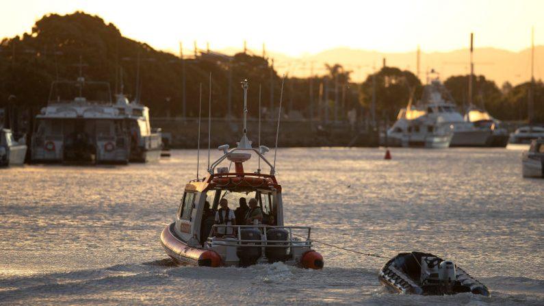 Foto de archivo de botes de rescate de la guardia costera. (John Boren/Getty Images)
