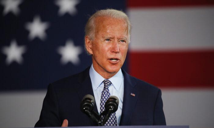 El presunto candidato demócrata a la presidencia de Estados Unidos, Joe Biden, habla en las Industrias McGregor en Dunmore, Pensilvania, el 9 de julio de 2020. (Spencer Platt/Getty Images)