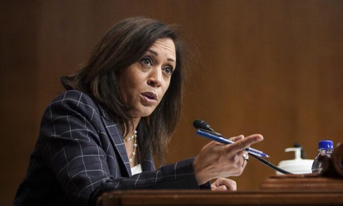 La senadora Kamala Harris (D-Calif.) habla durante una audiencia en Washington el 25 de junio de 2020. (Alexander Drago/Pool/Getty Images)