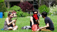 Gobernadora de Kansas ordena el uso de mascarillas en lugares públicos y en el trabajo