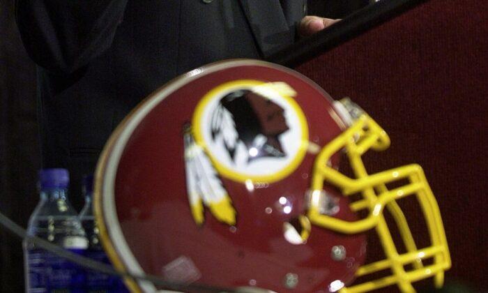 El logo de los Pieles Rojas de Washington en una foto de archivo. (Shawn Thew/AFP/Getty Images)